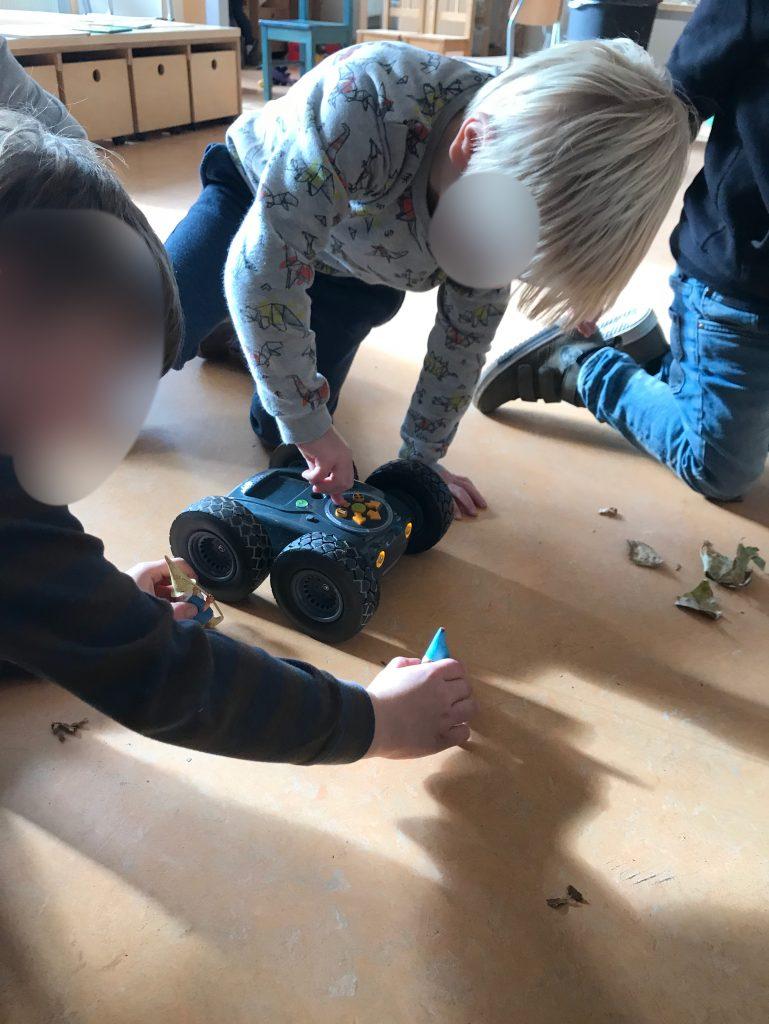 Experimenteren met Rugged robot met de kleuters
